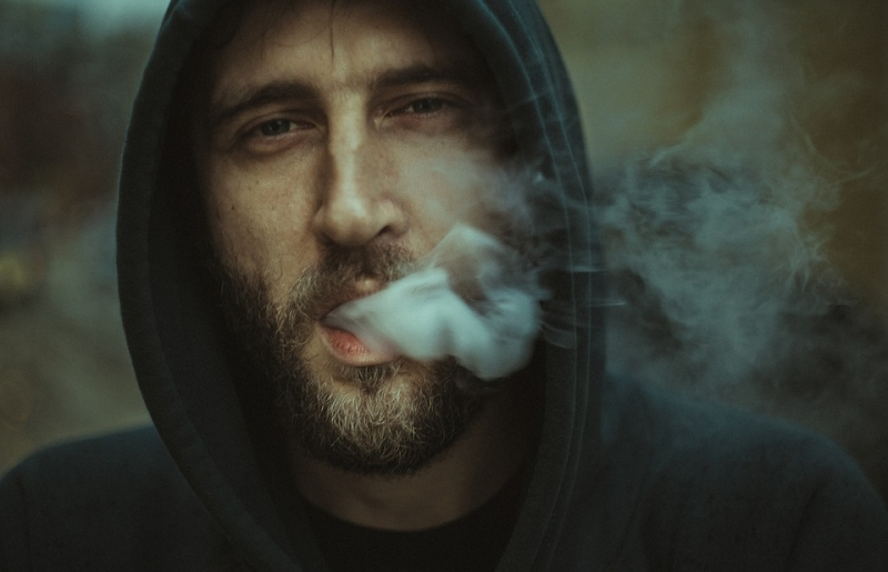 Минздрав предупреждал: тюменского курильщика осудили задебош впоезде