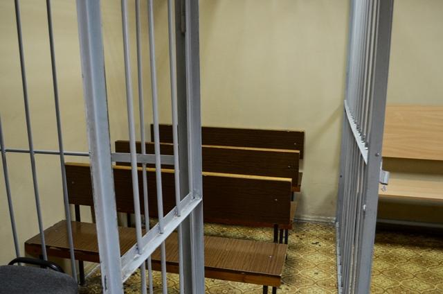 Курганец, ограбивший сберегательный банк сгранатой, приговорен к9 годам лишения свободы