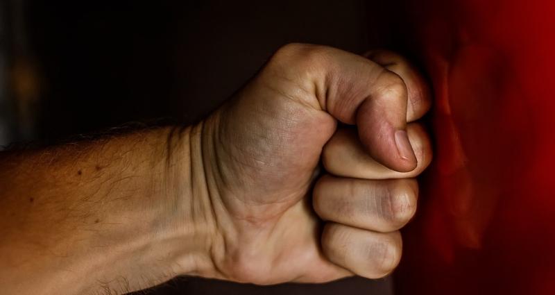 Против коллекторов, угрожавших тагильчанке из-за долга отчима, возбудили дело