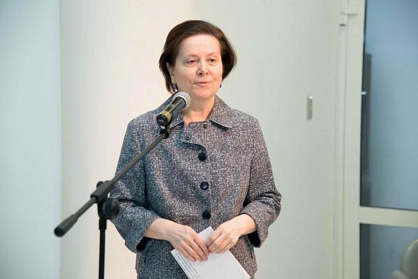 Комарова пояснила, почему ее заработная плата ниже доходов губернатора Ямала