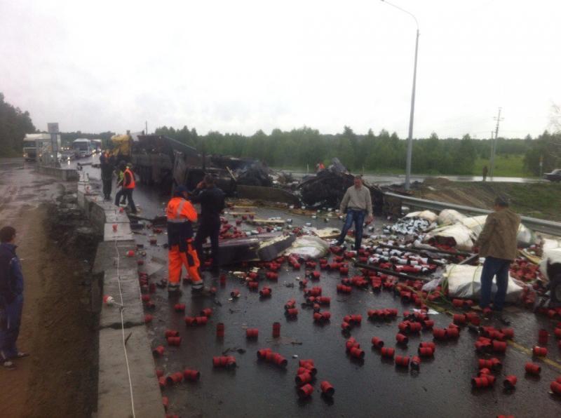 Ханты-Мансийск: Две фуры столкнулись натрассе Тюмень