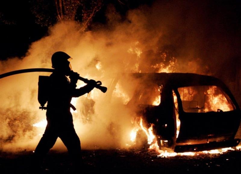 Ночью вЕкатеринбурге сгорели две машины