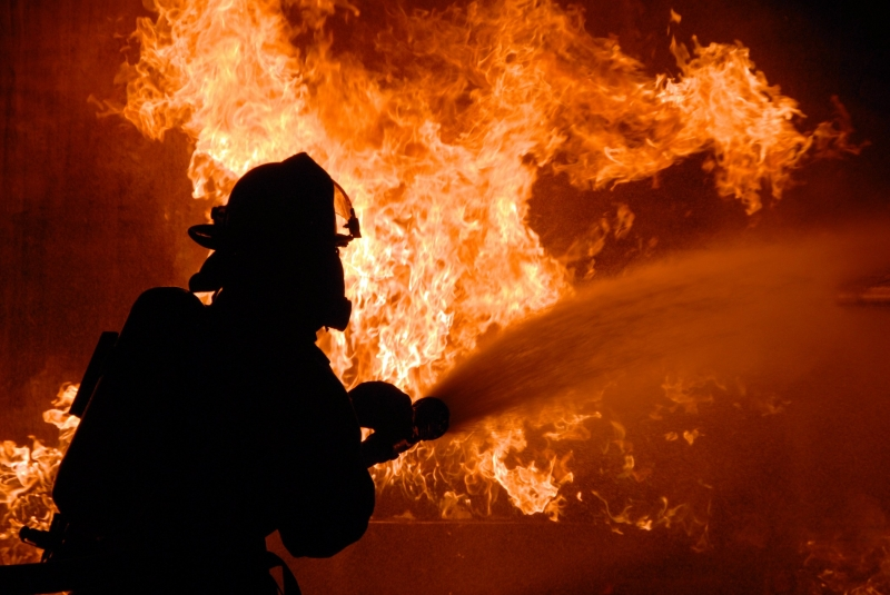 При пожаре наверхнем этаже 16-этажки вЕкатеринбурге погибли два человека