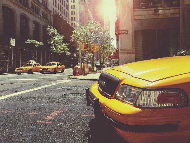 Законодательный проект обонлайн-агрегаторах услуг такси внесен в Государственную думу