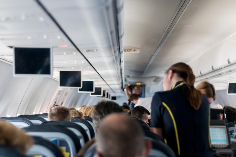 Нетрезвый мужчина ударил стюардессу наборту самолета, летящего вСимферополь