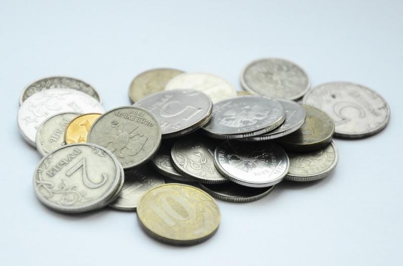 Вначале рабочей недели курс доллара опустился ниже 59 руб.