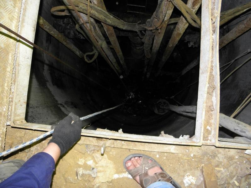 Катастрофа вТобольске: двое рабочих провалились вколлектор