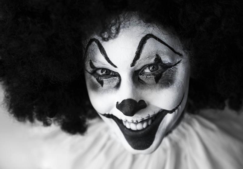 Клоуны-милитаристы пробрались на«Аврору» для антивоенной акции