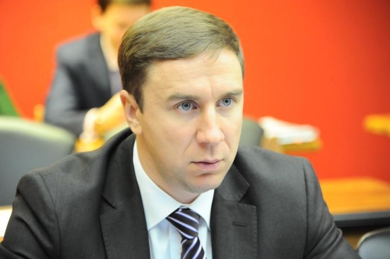 Первое совещание поделу прежнего руководителя свердловского Минтранса перенесли