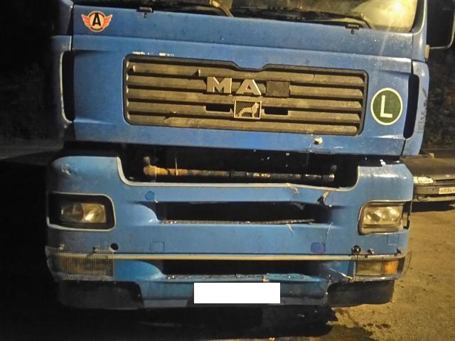 НаТюменском тракте фура переехала пешехода, который ночью перебегал дорогу