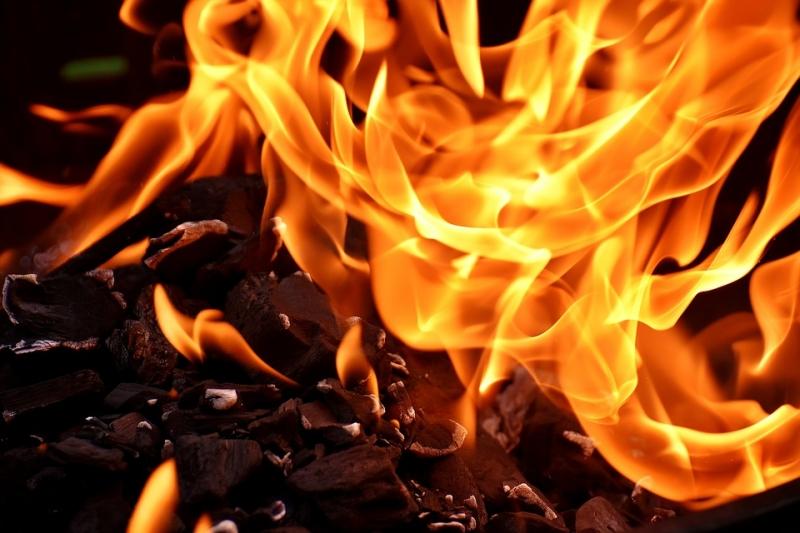 Пожар вСвердловской области: двое погибли, пятеро госпитализированы вбольницу