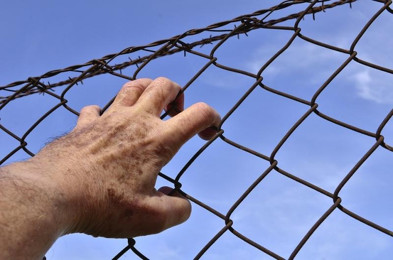ВХМАО задержанный запьяную езду шофёр повесился вполицейском участке