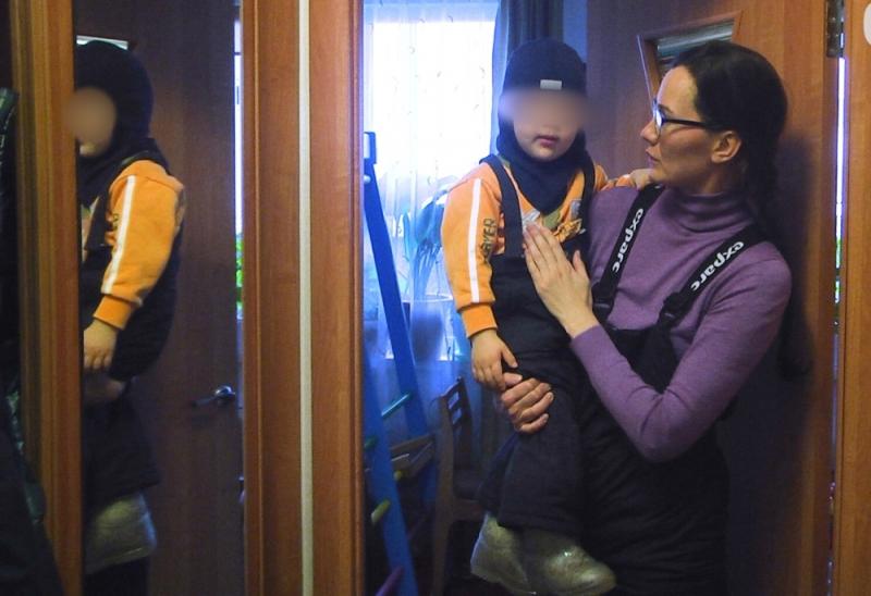 Двухлетний сын закрылся вквартире наУралмаше