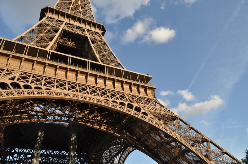 Франция начала выдавать туристические визы россиянам напротяжении 48 часов