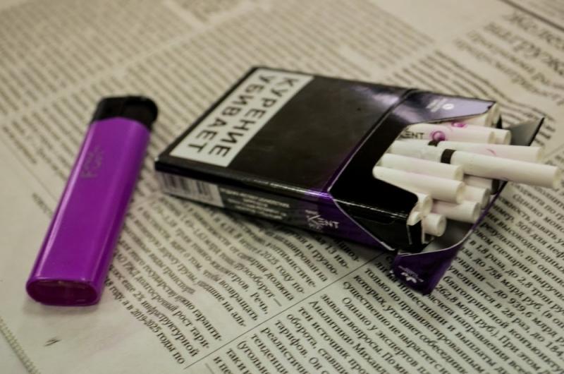 Правительство отказалось запретить курение у подъездов