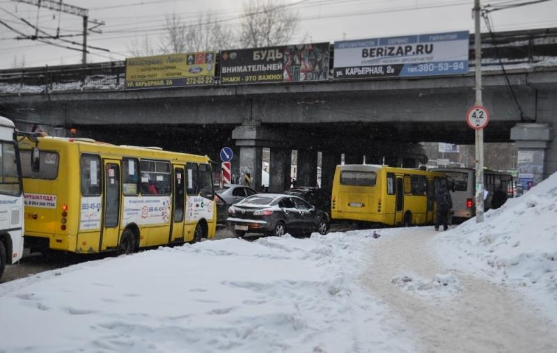Москвичи ежедневно проводят впробках 49 мин., а граждане Петербурга