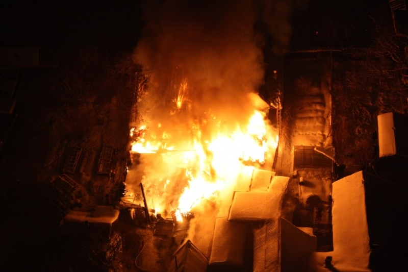 ВЕкатеринбурге среди ночи эвакуировали граждан многоэтажки из-за пожара влифте