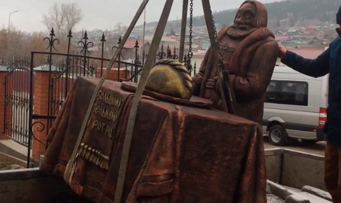 Вчелябинском Миассе открыли монумент пельменю