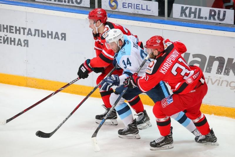 «Сибирь» одержала седьмую победу в 8-ми последних матчах КХЛ, обыграв «Автомобилист»