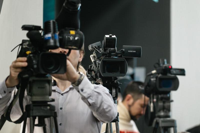 Сенатор Климов пригрозил блокировкой СМИ-иноагентам перед выборами