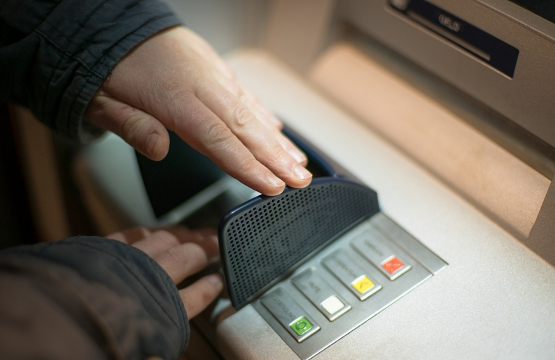 Русские банки переоборудуют банкоматы под выдачу новых купюр киюлю