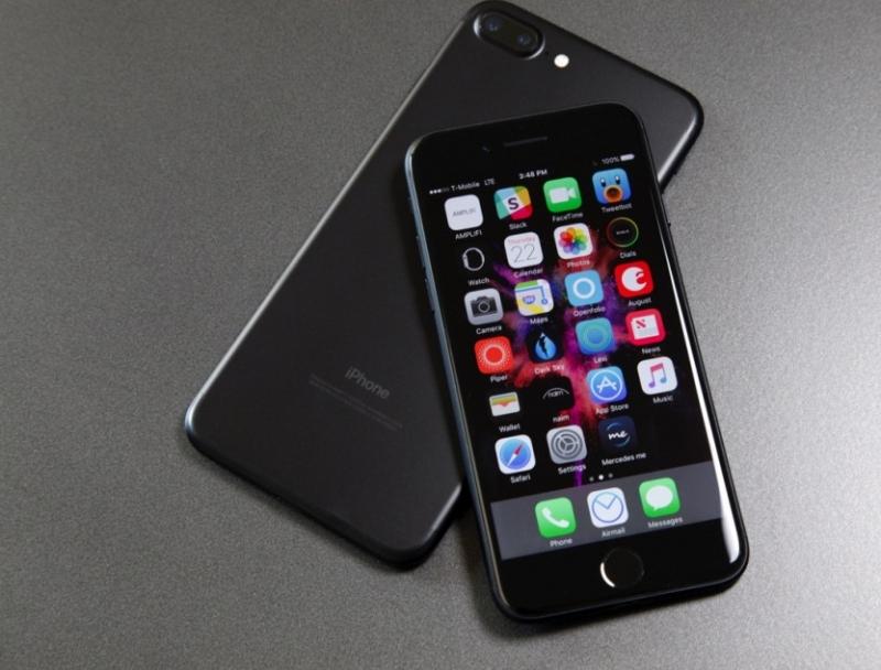 Китаец уронил iPhone вунитаз изастрял внем, пытаясь вытянуть гаджет