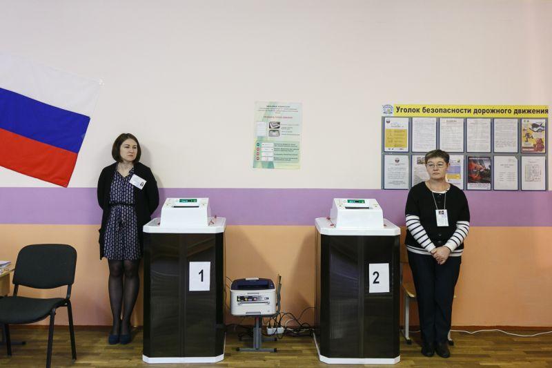 Откройте, избирком! сотрудники участковых избирательных комиссий (УИК) приступили кобходам граждан