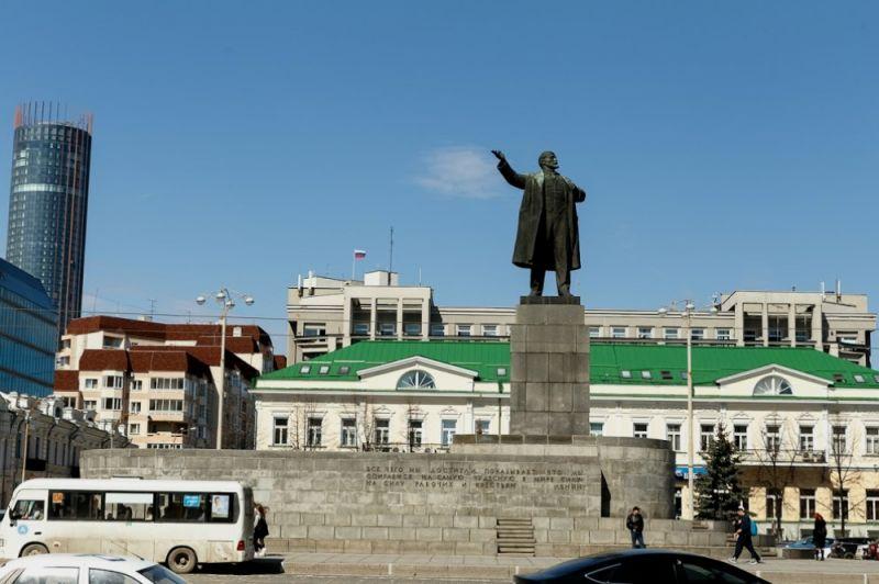 Науральского первосвященника подали всуд засравнение Ленина сГитлером