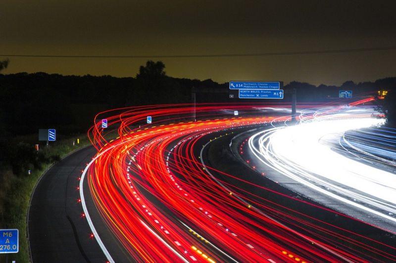 Покидать машину втёмное время суток можно только всветовозвращающем жилете