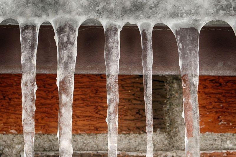 НаКамчатке ледяная глыба скрыши гаража упала натрёхлетнюю девочку