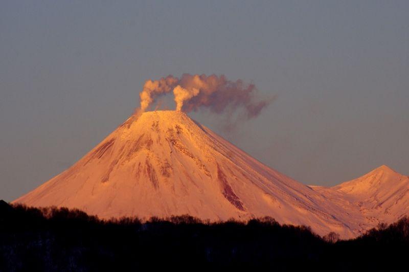 Вулкан Симмоэ вЯпонии выбросил столб пепла
