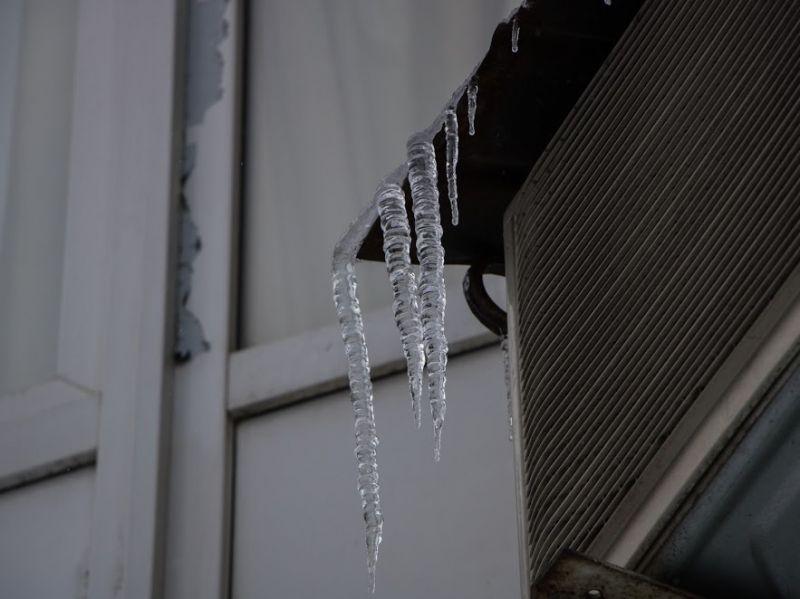 Чистка плоских крыш от снега