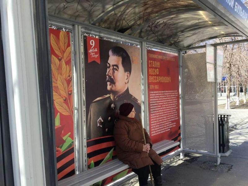 «Стыдно зародной город»: тюменцев разделила остановка спортретом Сталина
