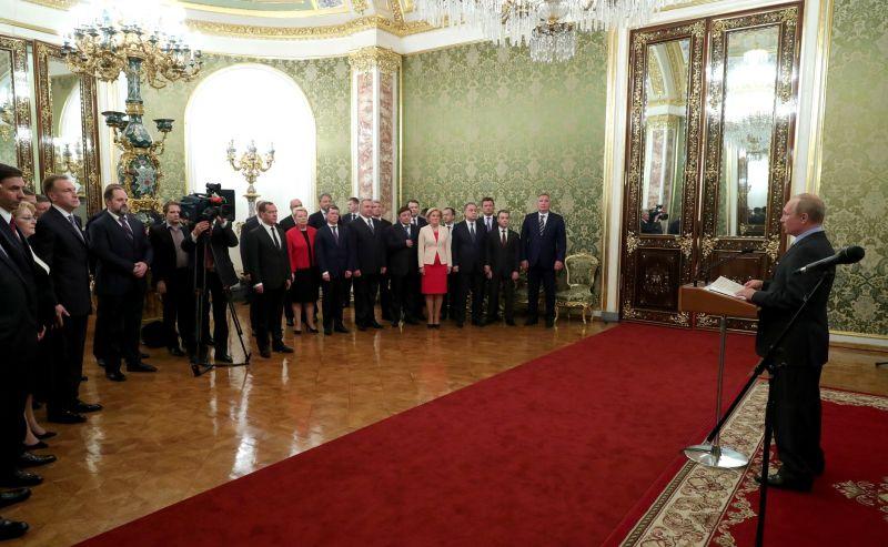 Путин навстрече вКремле поблагодарил членов руководства заработу