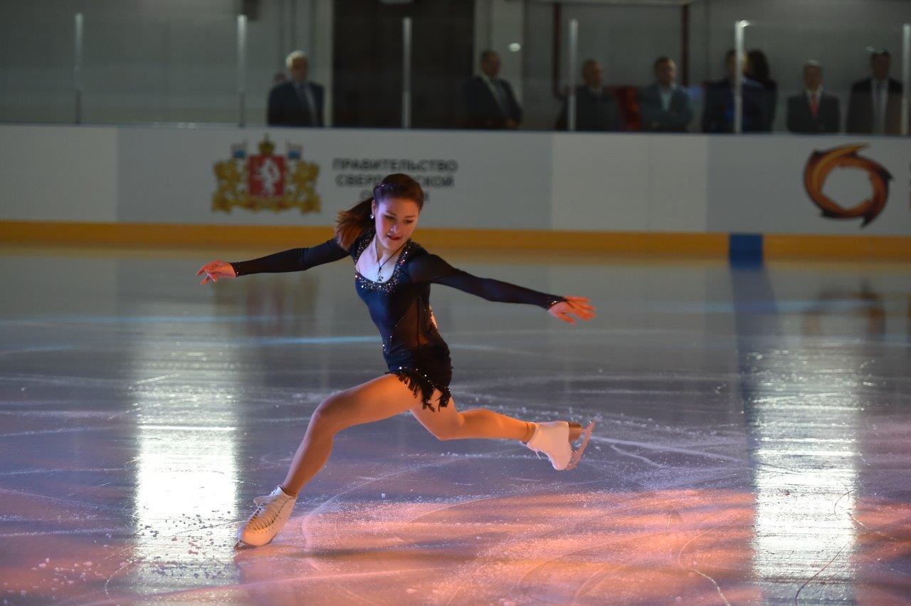 ВРевде открылся Дворец ледовых видов спорта. упражнять детей будет чемпион мира