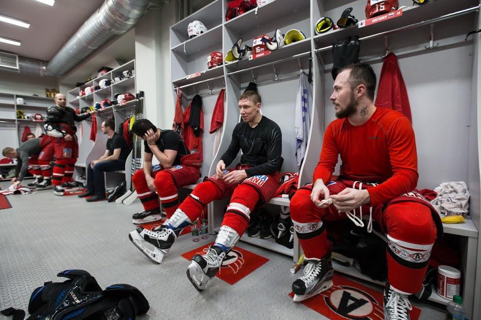 Хет-трик Голышева помог «Автомобилисту» одолеть «Спартак» вматче КХЛ