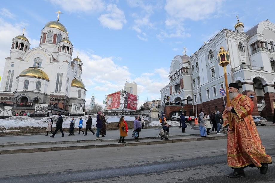 Время— мольбе . Сегодня православные отдают память усопшим