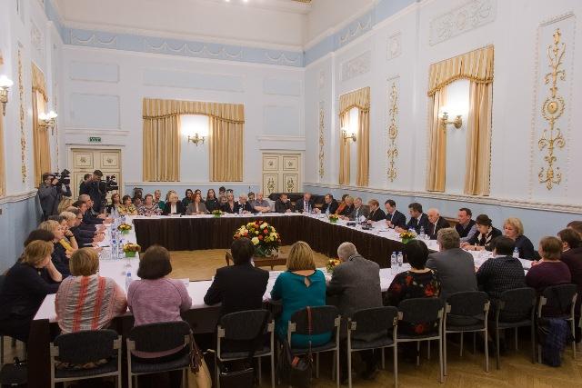 ВЕкатеринбурге министр культурыРФ поддержал передачу Свердловской киностудии региону