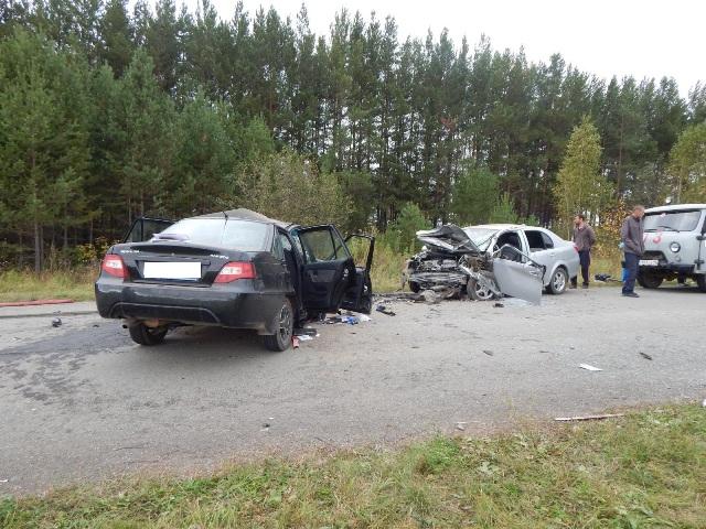 Пострадавших вызволяли cотрудники экстренных служб: влобовом ДТП науральской трассе погибли два человека