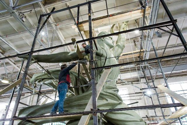 ВВерхней Пышме установят мини-копию скульптуры «Рабочий иколхозница»
